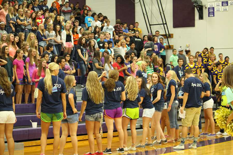 Orientation+Counselors+lead+cheers+during+the+2013+Freshmen+Ignite+Assembly.+