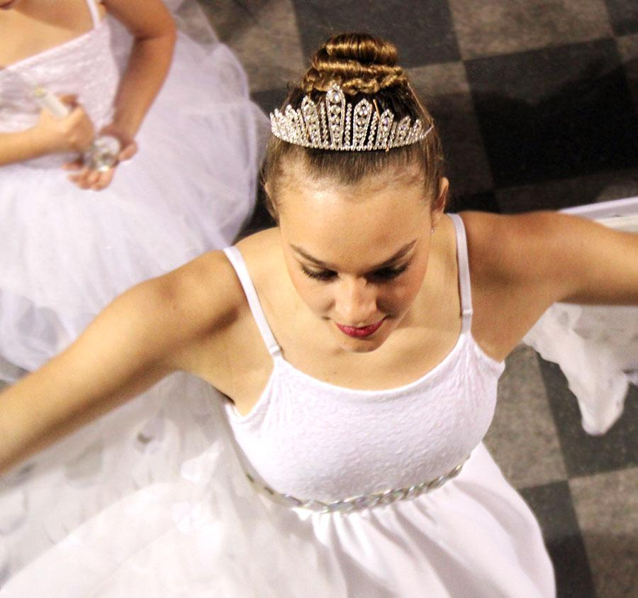 Trisha+Miller+leads+the+angels+on+stage+during+a+Nutcracker+dress+rehearsal+on+Dec.+11.%0A%0A